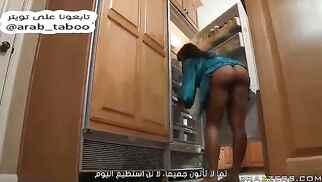 """مترجم عربي: """" الفحل يسوي مساج للام القحبة و ينيكها في كسها و خرقها الضيق """""""