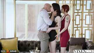 نيك ثلاثي مع جوني سنز وزوجته - سكس مترجم
