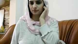 عربية حنينة مع بزاز خرافية - سكس عربي زوجة و زوجها